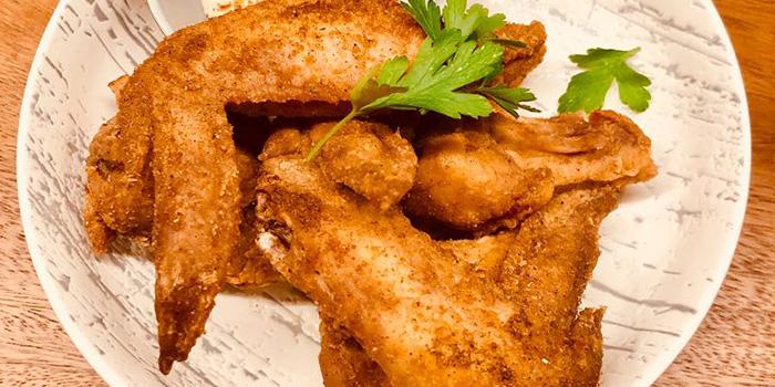 Deep Fried Chicken Wings from Cavemen Restaurant & Bar in Balestier, Singapore