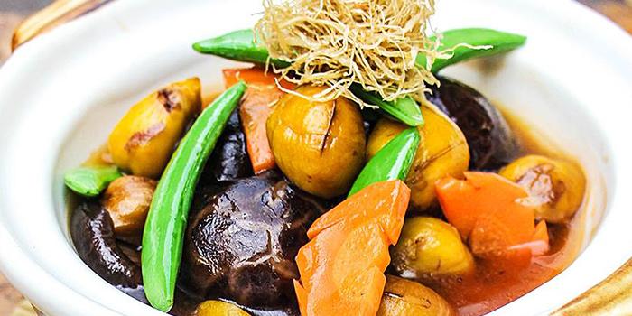 Claypot Chestnut Braised Mushrooms from Eight Treasures Vegetarian Restaurant in Chinatown, Singapore