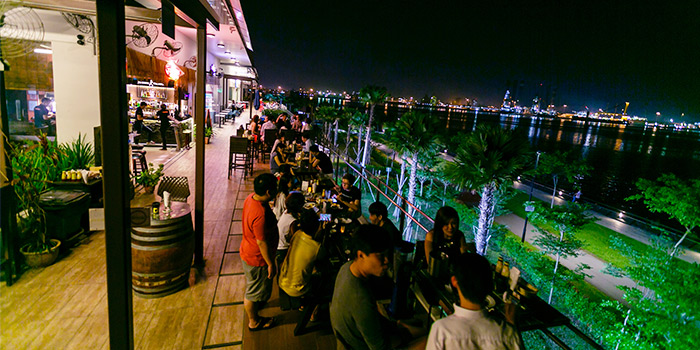 Outdoor Seating of Georges By The Bay in Punggol, Singapore