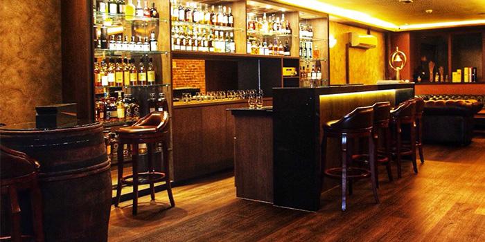 Interior of Tipple and Bram in Club Street, Singapore