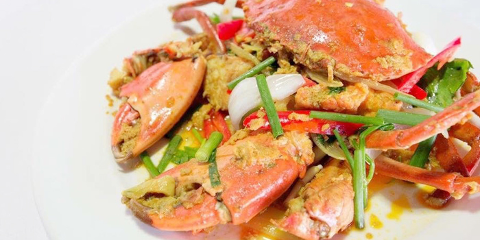 Stir-Fried-Crab-with-Yellow-Curry-Powder from Baan Ra Tree in Panwa, Phuket, Thailand.