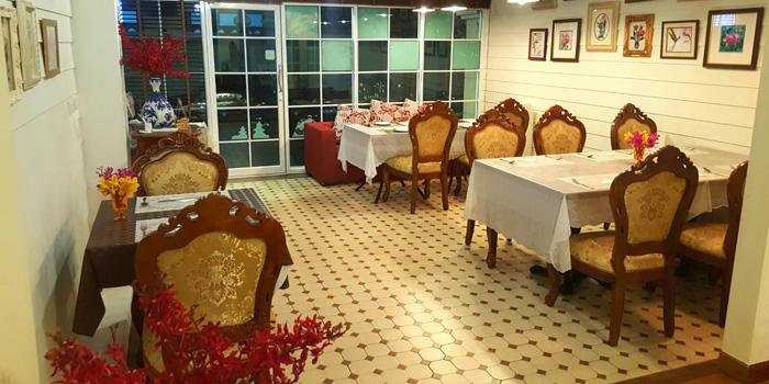 Ambience of Yung Siam Thai Cuisine at 153 Soi Lumpoo Wat Sampraya, Pranakorn Bangkok