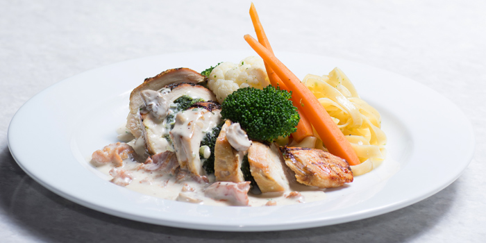 Chicken 33 from The Londoner Brew Pub at 1178 Phattanakarn Road Suan Luang, Bangkok