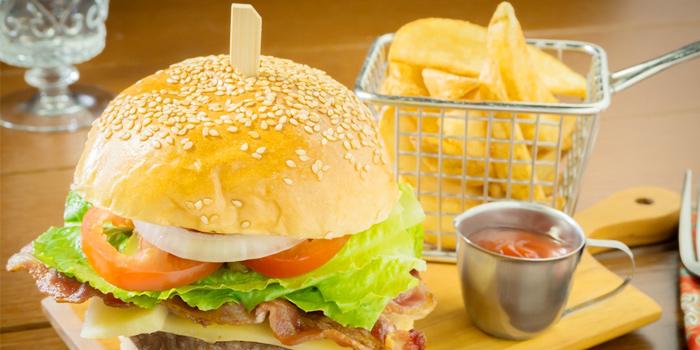 Burger from Roy Dee Restaurant in Kata, Phuket, Thailand