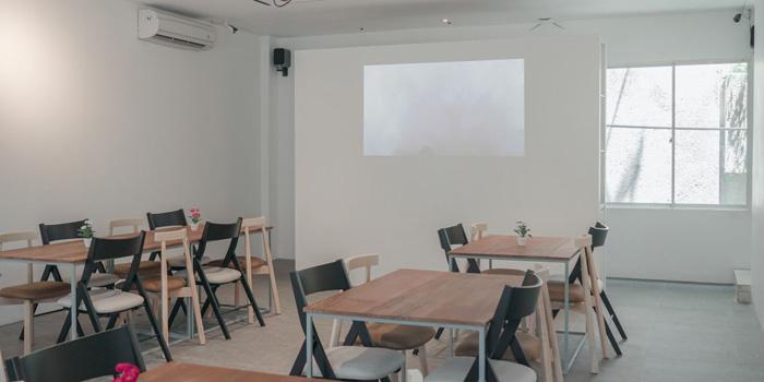 Interior 2 at Monkey Tail Cafe, PIK