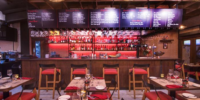 Ambience from The Steakhouse & Co. at 9/8 Patpong Soi 2 Silom, Bang Rak Bangkok