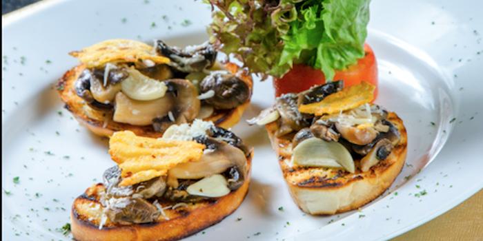 Mushroom Bruschetta from Nabah Grill & Sky Lounge at Solitaire Hotel Bangkok (Rooftop 16th Floor) 75/23 Sukhumvit Soi 13 Klongtoey-Nua Bangkok