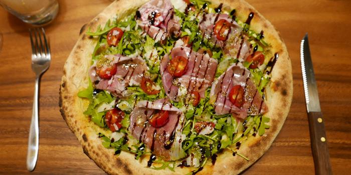 Prosciutto & Rucula Pizza from Delicies de Capoue at 359/7 Ekamai Complex soi Sukhumvit 63 Klongtan Nua, Wattana Bangkok