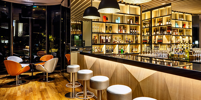 Bar Seating of Atrium Bar 317 at Holiday Inn Atrium in Outram, Singapore