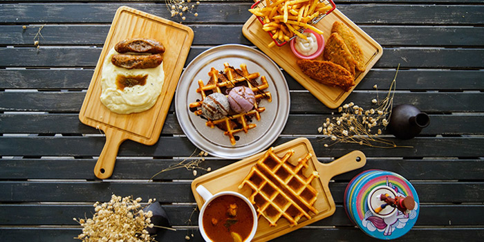 Mains and Whoaffles from Cranky Cats x Hatter Street Crawford in Lavender, Singapore