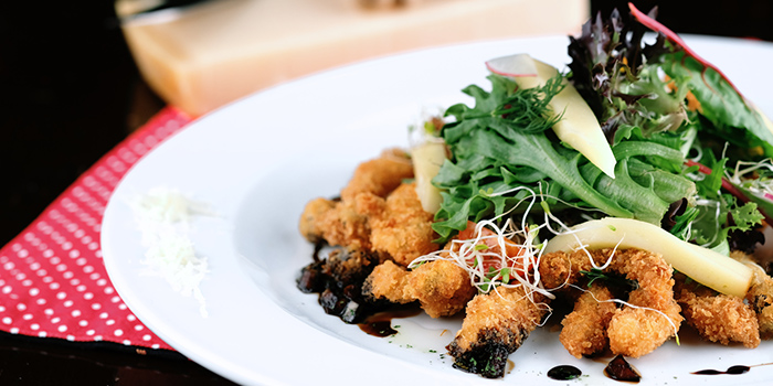Crispy Shimeiji Salad from Timbre @ The Arts House in Raffles Place, Singapore