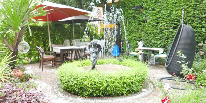 Garden Seating of Per Te at 70-72 Lungsuan alley,  Ploenchit, Lumphini Pathumwan, Bangkok