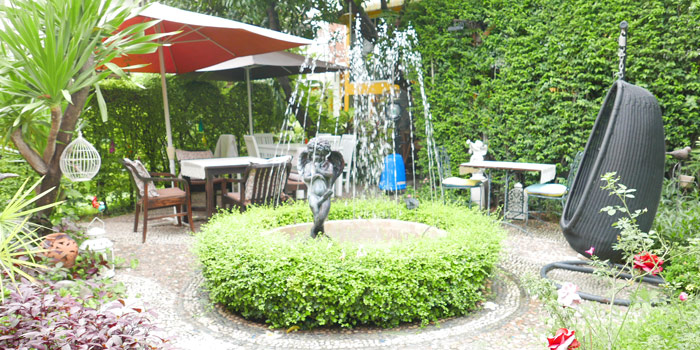 Garden Seating of Per Te at 70-72 Lungsuan alley,  Ploenchit, Lumphini Pathumwan, Bangkok