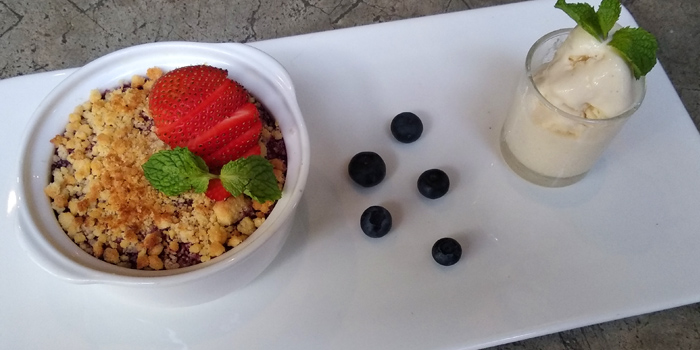 Mixed Fruit Crumble with Madagascar Vanilla Ice Cream from Blend Bistro & Wine Bar at 531-533 Sukhumvit Rd Khlong Toei Nuea, Watthana Bangkok