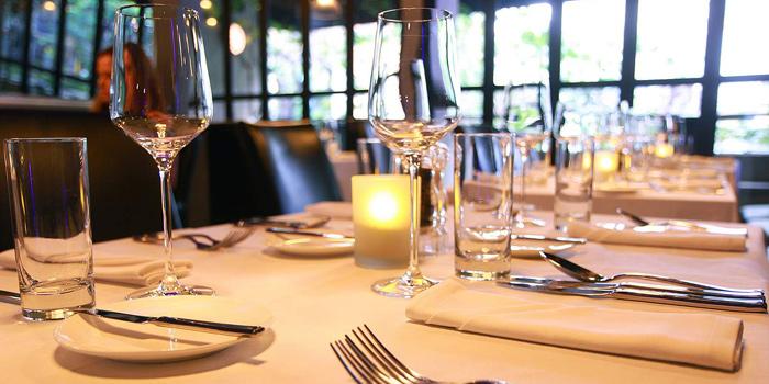 The Table Setting of Blend Bistro & Wine Bar at 531-533 Sukhumvit Rd Khlong Toei Nuea, Watthana Bangkok