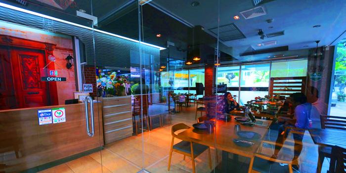Ambience of Kebabs & Kurries Restaurant at 265/2 Soi Sukhumvit 31 Khlong Toei Nuea, Khet Watthana Bangkok