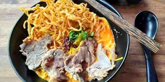 Khao Soi Beef from Eats Payao at 5/4 Yen Akat Rd Khwaeng Chong Nonsi, Khet Yan Nawa Bangkok