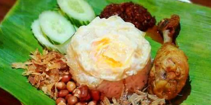 Nasi Lemak from Eats Payao at 5/4 Yen Akat Rd Khwaeng Chong Nonsi, Khet Yan Nawa Bangkok
