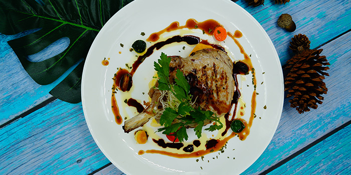 Slow Cooked Kurobuta Pork served with Grilled Garlic, LCB express, Causeway Bay, Hong Kong