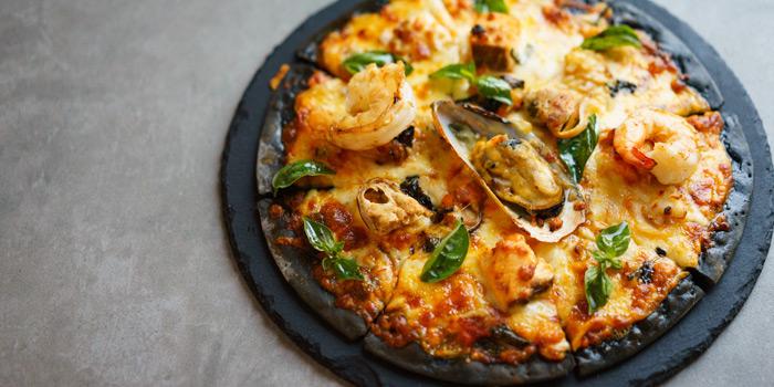 Seafood Pizza from Party House One at Siam@Siam Design Hotel Bangkok 865 Rama 1 Road Wang Mai, Patumwan Bangkok