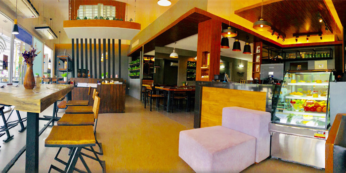 Restaurant Ambiance of Hill Myna Cafe in Cherngtalay, Phuket, Thailand