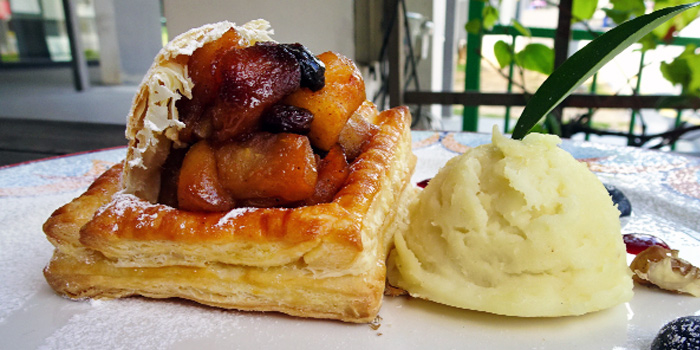 Apple Pie with Vanilla Ice-Cream from The Tavern Restaurant in River Valley, Singapore