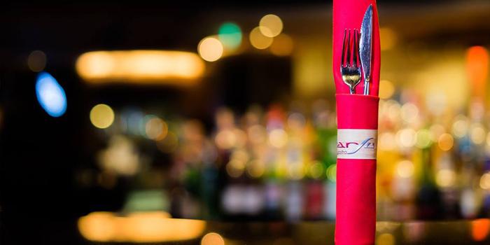 Dining Table of BarSu Cafe at Sheraton Grande Hotel, Bangkok