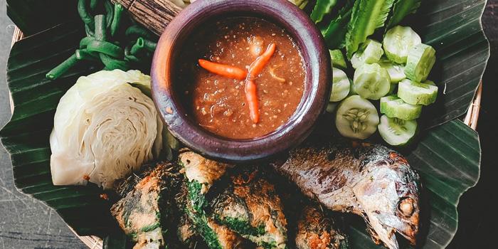 Fried Mackerel with Shrimp Paste Sauce from Sansumran at 185/3 Soi Sukhumvit 31(Sawasdee)  Klong Tan Nuea, Wattana Bangkok