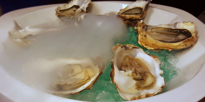 Oysters from Blend Bistro & Wine Bar Asoke at Somerset Asoke Maison No.84 Sukhumvit Soi 23 Bangkok