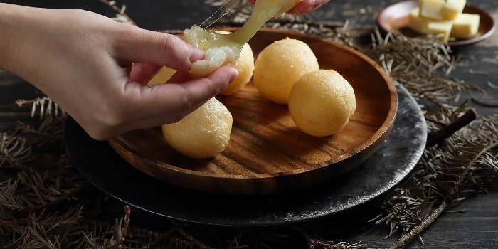 Cheesy Crisp Mochi Ball from Crystal Jade Jiang Nan (VivoCity) in Harbourfront, Singapore