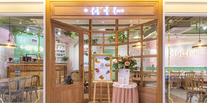Entrance of A lot of love at LG Floor Eight Thonhlor Khlong Tan Nuea, Watthana Bangkok