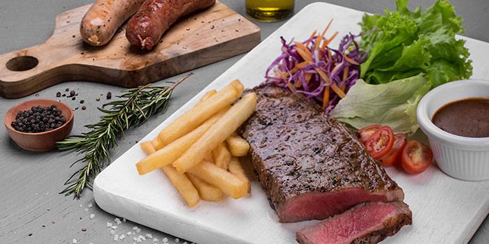 Meat Me (Wolter Mongonsidi Senopati)