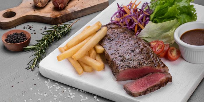 Australian Angus Striploin at Meat Me, Kemang