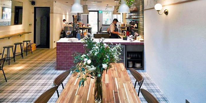 Communal Table of Casa Rustico in Robertson Quay, Singapore