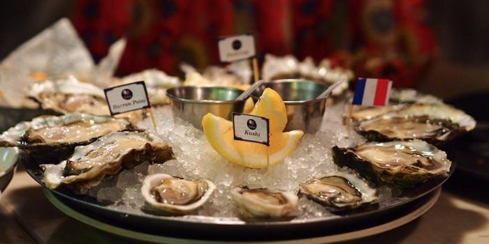 Fresh Oysters from The Raw Bar at 494, The Erawan Bangkok Ploenchit Road, Pathumwan Bangkok