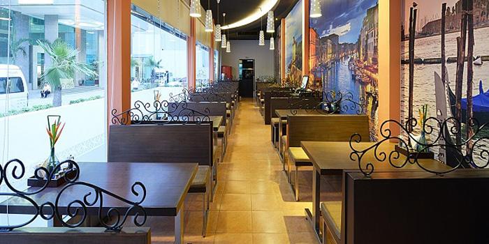 Ambience of Pizza Connection at Windsor Suite Hotel Soi Sukhumvit 20, Sukhumvit Rd Khlong Toei Nuea, Watthana Bangkok