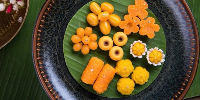 Assorted Thai Dessert from Saneh Jaan at G/F, Sindhorn Tower 130-132 Wireless Road Pathumwan Bangkok