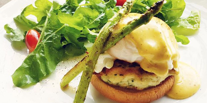 Crab Cake Benedict from Met Cafe at 918 Soi thonglor sukhumvit 55 Klongton nue, khet wattana Bangkok