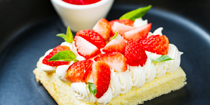 A la Minute Strawberry Short Cake from Le cochon Blanc at 26 Soi Phrom Chit Khlong Tan Nuea, Watthana Bangkok