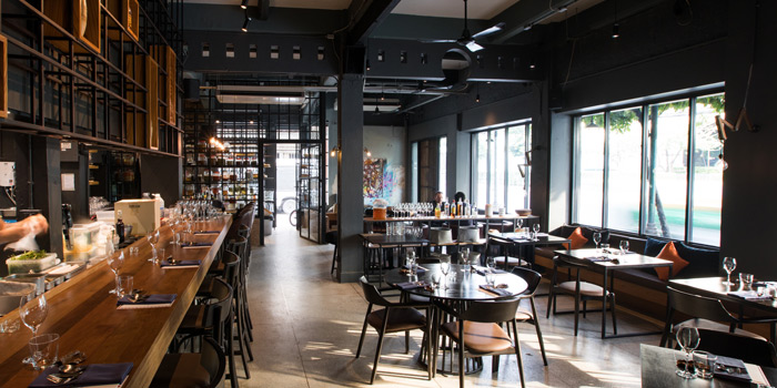 Ambience of 80/20 at 1052-1054 CharoenKrung Road, Bangrak Bangkok