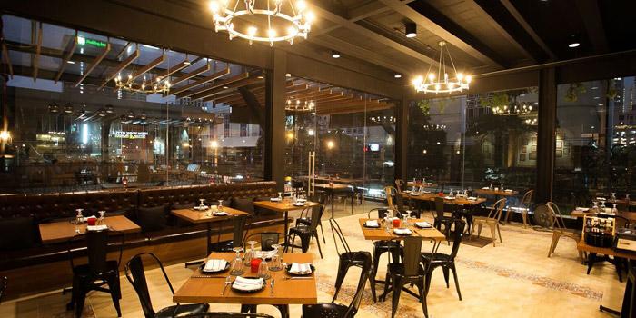 Ambience of New York Style Steak & Burger at 28 Soi Sukhumvit 22 Park 22 Bangkok, Khlong Toei Bangkok