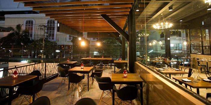 Outdoor Seating of New York Style Steak & Burger at 28 Soi Sukhumvit 22 Park 22 Bangkok, Khlong Toei Bangkok