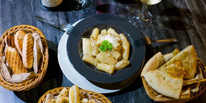 Pasta and Bread from Sbaliatio Kitchen & Bar in Telok Ayer, Singapore