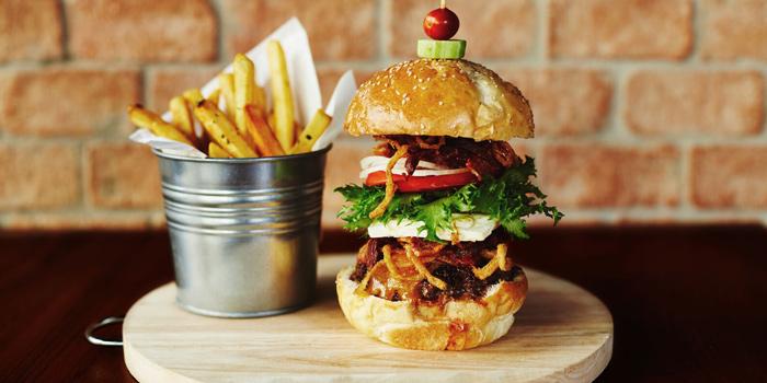Signature Burger from New York Style Steak & Burger at 28 Soi Sukhumvit 22 Park 22 Bangkok, Khlong Toei Bangkok