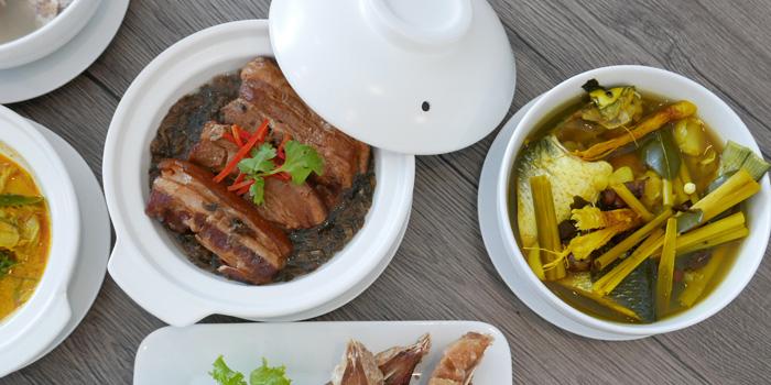 Signature Dishes from Baan Kanploo at 445/1 Pradit Manutham Road Wang Thonglang, Bangkok