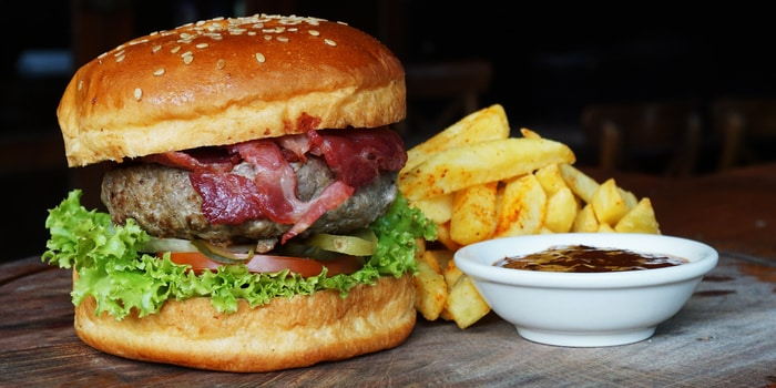 De Hooi Burger at Double Doors Bar & Restaurant