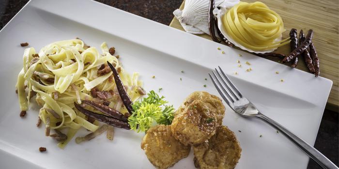 Fettuccine-sea-scallops from Mom Tri