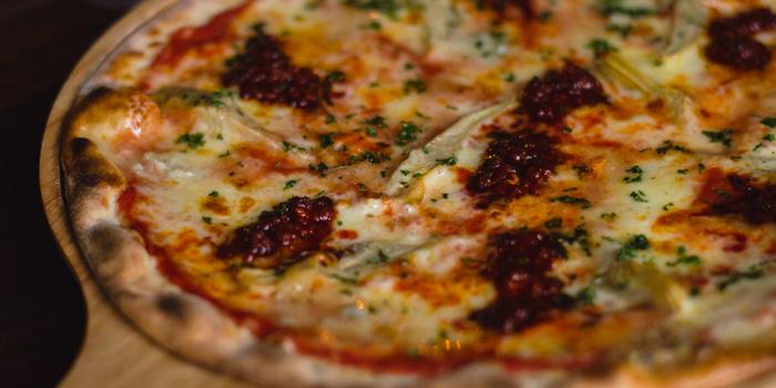 Signature Pizza from Cantina Pizzaria & Italian Kitchen at 26/3, (Room A4- A5) Soi Sukhumvit 11, Sukhumvit Rd Klong Toey Nua, Wattana Bangkok