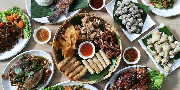 Food Spread from Timbre+ in Buona Vista, Singapore