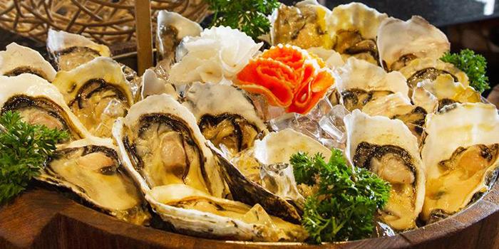 Oysters from Prime+ Urban Grill Restaurant & Bar at Floor7th, Compass SkyView Hotel 12 Sukhumvit 24 Klongton, Klongtoey Bangkok